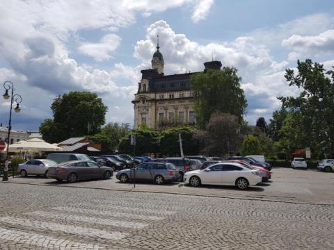 Co z parkingiem na płycie sądeckiego rynku?, fot. Iga Michalec