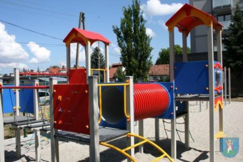 Nowy plac zabaw dla dzieci przy ul. Żywieckiej w Nowym Sączu, fot. UM w NS