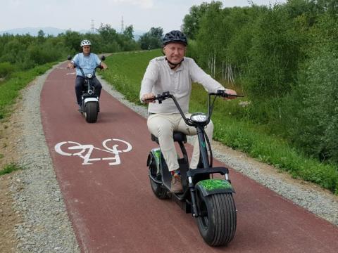 Trasy rowerowe: rowery elektryczne mają tu szlaban? A wójt i prezydent?