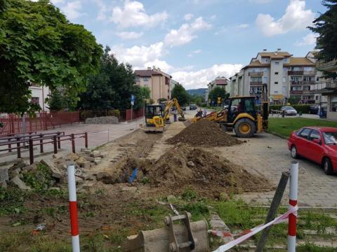 Nowy Sącz: już budują nową ulicę? Zaroiło się od ciężkiego sprzętu przy szkole