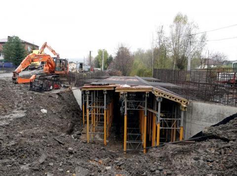 Rośnie nowy most w gminie Chełmiec. Kładka dla pieszych się sprawdziła?