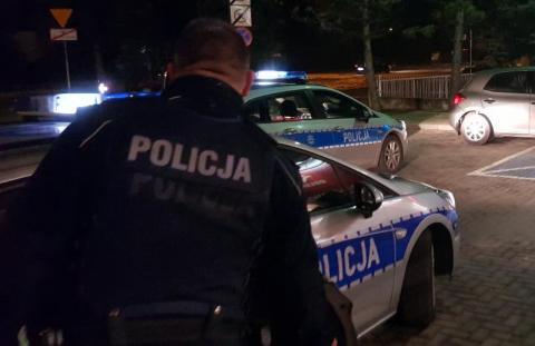 Uciekał samochodem przez pola przed policjantami. Co miał na sumieniu?