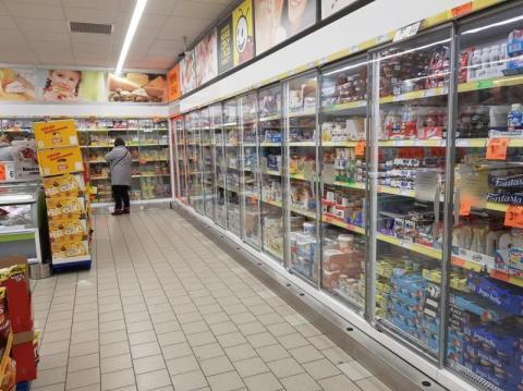 Kolejki przez wirusa coraz dłuższe. Niektóre sklepy będą otwarte całą dobę