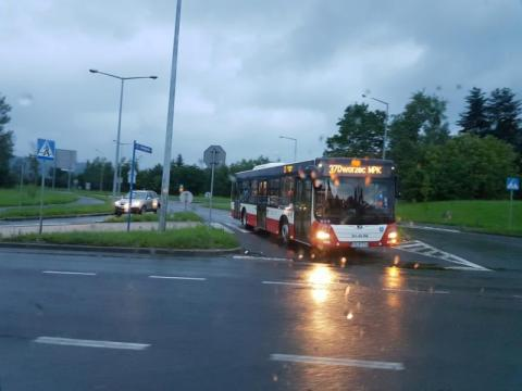 MPK uruchomiło transport awaryjny w Kamionce Wielkiej. Są wyłączone przystanki