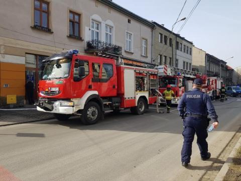 Pożar w kamienicy przy ul. Długosza. Mieszkańcy zostali ewakuowani [ZDJĘCIA]