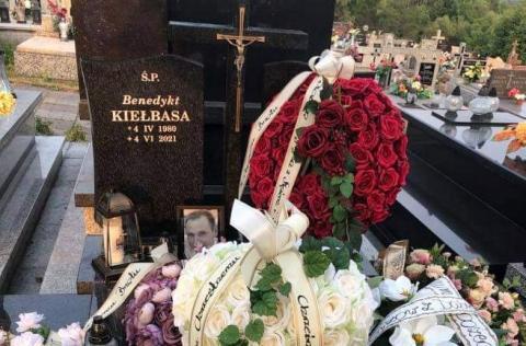 Bliscy pożegnali zmarłego Benedykta Kiełbasę. Jego śmierć rodzi wiele pytań
