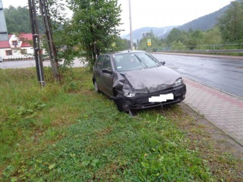 Czołowe zderzenie w Szczawie. Jedna osoba zabrana do szpitala