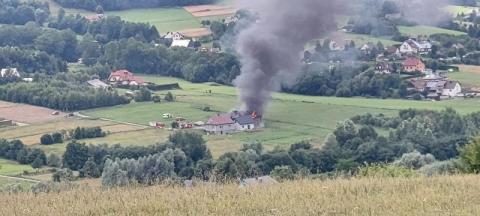 Kłęby dymu były widoczne z daleka. Z budynku pozostały jedynie zgliszcza