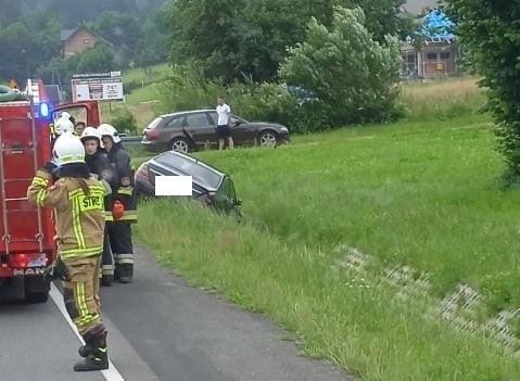 W Nowej Wsi w gminie Łabowa doszło około godziny 10 do zderzenia dwóch aut osobowych. Jedna osoba została zabrana do szpitala.