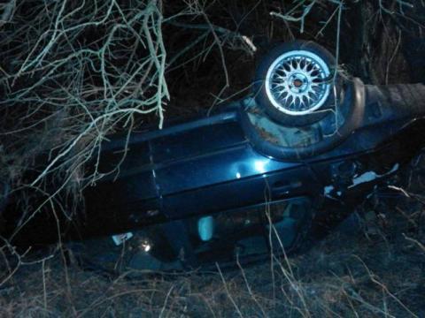 Jego samochód dachował i zatrzymał się w potoku. Kierowca był nietrzeźwy