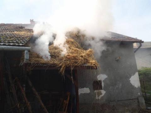 Nawojowa: strażacy przez dwie godziny gasili pożar stodoły