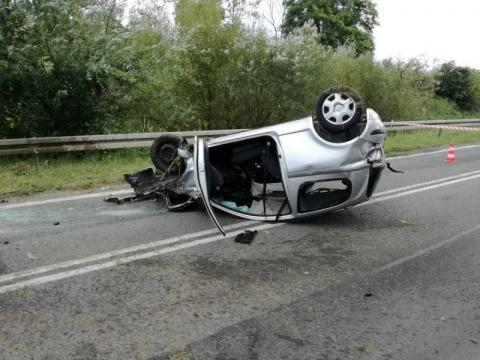 Dachowanie samochodu w Grybowie. Są ranni