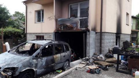 Próbował gasić płonące auto i garaż, wtedy rozegrał się dramat