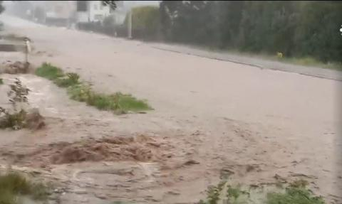 Znów powódź. Droga zamieniła się w rzekę, podtopione są budynki [FILM]