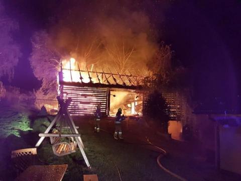 W Jaworznej palił się budynek. Zostały jedynie zgliszcza [ZDJĘCIA]