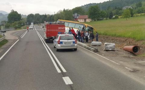 Z ostatniej chwili: Autobus zjechał do rowu. Ruch odbywa się wahadłowo