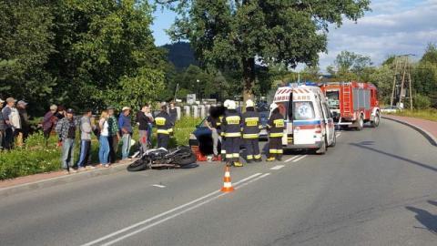 Wypadek w Łabowej. Motocyklista uderzył w osobówkę
