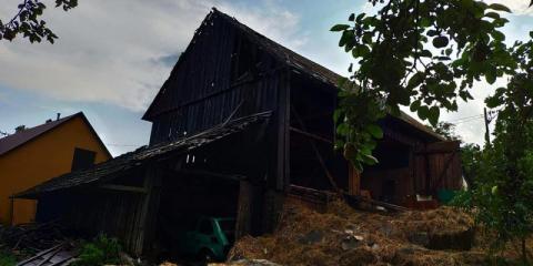 Gwałtowna burza nad Limanowszczyzną. Piorun uderzył w stodołę wypełnioną słomą