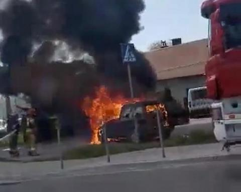 Samochód płonął jak pochodnia. Co się wydarzyło na Krakowskiej w Nowym Sączu?