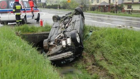 Samochód na dachu, kierowca zniknął