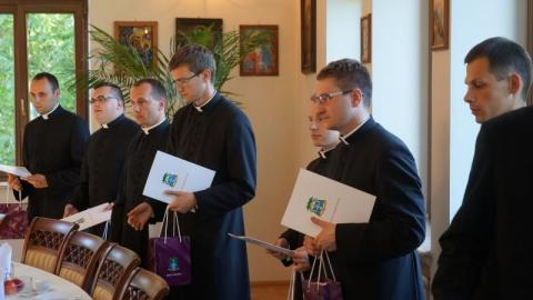 Młodzi księża poznali pierwsze parafie. Zobacz, kto i gdzie będzie posługiwał?