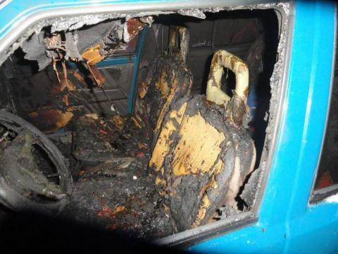 Samochód stanął w ogniu. Pasażerowie musieli uciekać z płonącego auta [ZDJECIA]