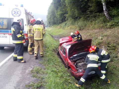 Witowice Górne: samochód wypadł z drogi i zatrzymał się w rowie