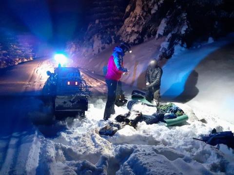 Wybrali się nocą w góry i nie byli w stanie wrócić do domu. Pomogli im goprowcy