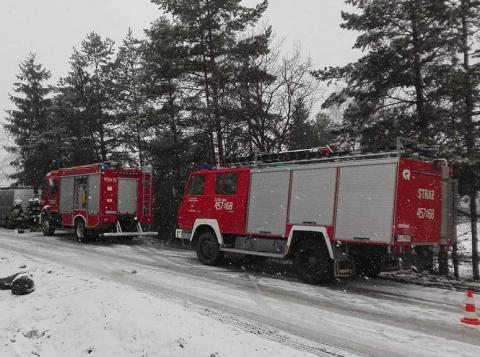 Wypadek w Moszczenicy. Wał napędowy traktora wciągnął mężczyźnie rękę