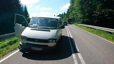 Drogowa kraksa w Piorunce. Zderzyły się trzy samochody, dwie osoby zabrane do szpitala