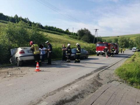 Wypadek w Niecwi. Kobieta zjechała samochodem z drogi i uderzyła w przepust