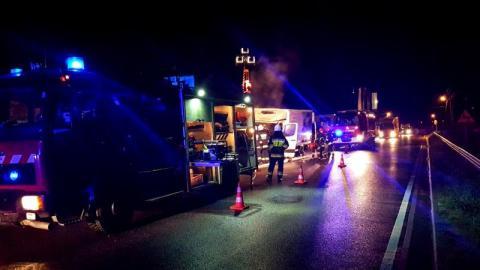 Nocny pożar w Świdniku. Dostawczy bus zapalił się w trakcie jazdy