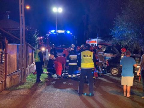 Uszkodzone trzy samochody i płot. Co się stało minionej nocy w Mostkach?