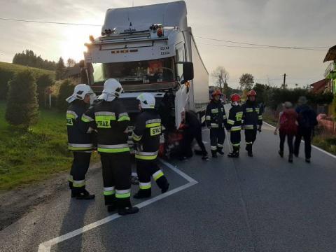 Kraksa na granicy polsko-słowackiej. Ciężarówka zderzyła się z osobówką