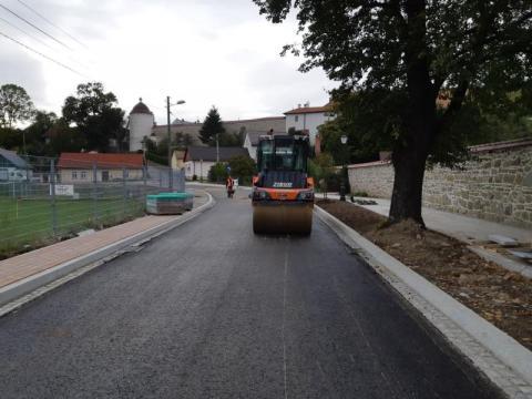 Stary Sącz: jest już asfalt, ale jeździć nie wolno. Dlaczego?