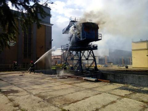Pożar na ul. Wyspiańskiego. Dźwig stanął w ogniu