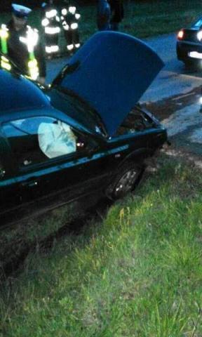 Wypadł z drogi i zaliczył betonowy przepust