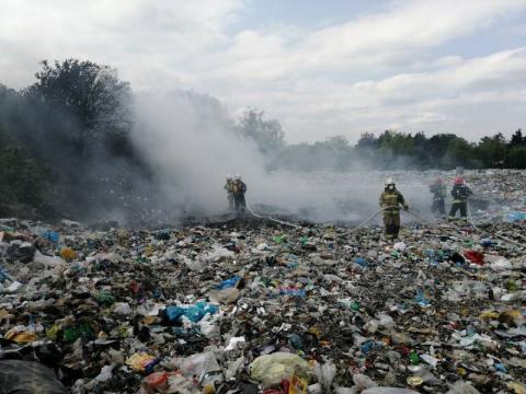 Pożar śmieci na wysypisku w Starym Sączu. Strażacy byli wzywani aż trzy razy