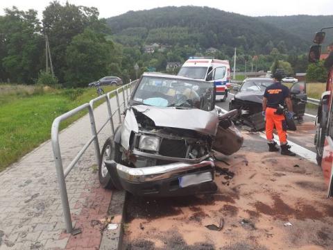 Z ostatniej chwili: groźny wypadek w Łososinie. Jedna osoba zakleszczona w aucie