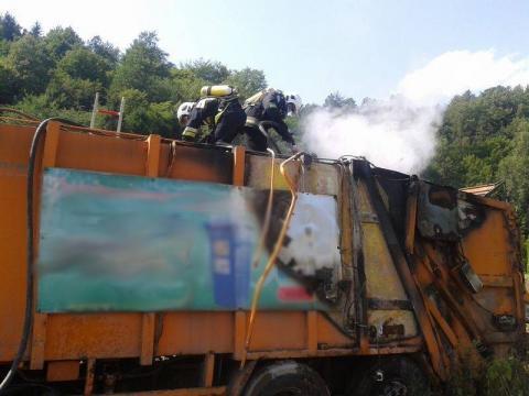 Zabrzeż: Śmieciarka poszła z dymem