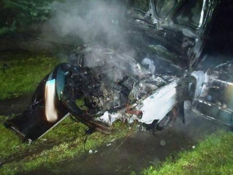 Stadła: auto zapaliło się w garażu. Mieszkańcy domu ewakuowani [ZDJĘCIA]