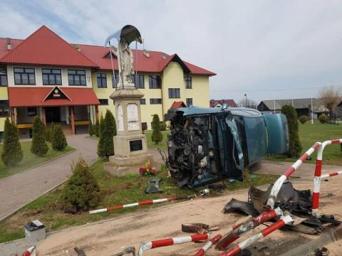 Pijany kierowca spowodował wypadek. Próbował uciec, ale w pościg za nim ruszył świadek zdarzenia