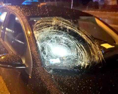 Wypadek w Brzeznej. Samochód potrącił kobietę