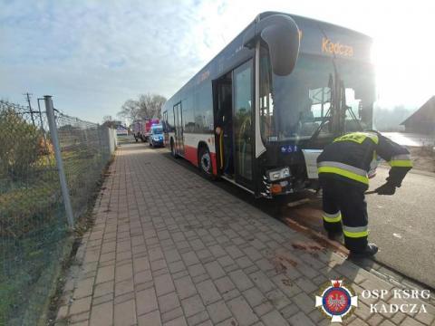 Kadcza. Autobus MPK zderzył się z samochodem. Jak doszło do tej kraksy?