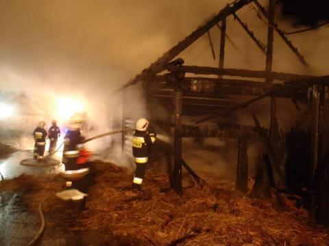 Łuna ogniowa nad Kicznią. Ze stodoły zostały zgliszcza