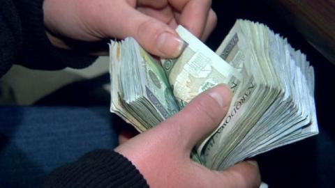 Szok. Dają ćwierć miliona złotych pensji! Praca do wzięcia, także dla Sądeczan