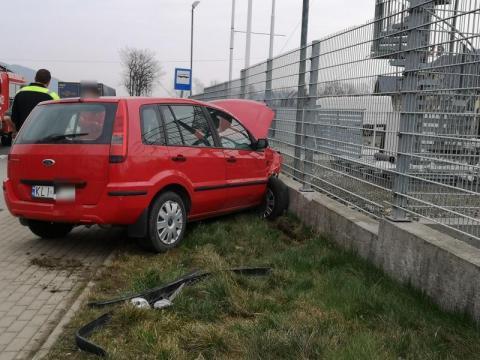 Wypadek na drodze krajowej. Dwa samochody rozbite, a co z ludźmi?