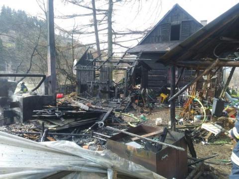 Paliły się drewniane budynki. Płomienie i kłęby dymu było widać z daleka