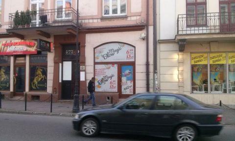 Z informacji uzyskanych od pracowników PSSE w Nowym Sączu wynika, że sklepy prowadzące podejrzaną działalność przy ulicy Lwowskiej i Jagiellońskiej, są zamknięte