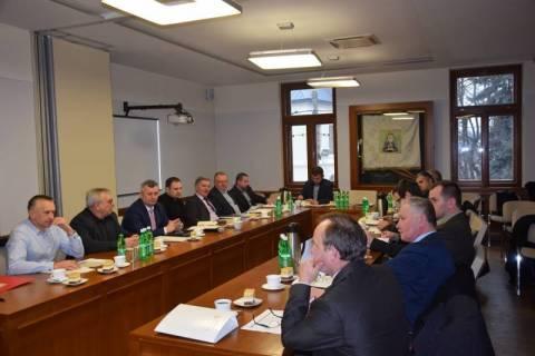 Premier Szydło i Kardynał Dziwisz gośćmi specjalnymi Zjazdu Sądeczan